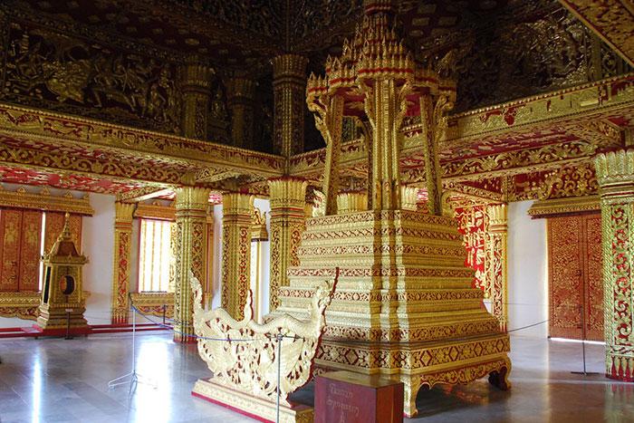 Sala del trono del Museo Nacional de Luang Prabang en Laos