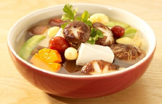 Sopa vegetariana vietnamita