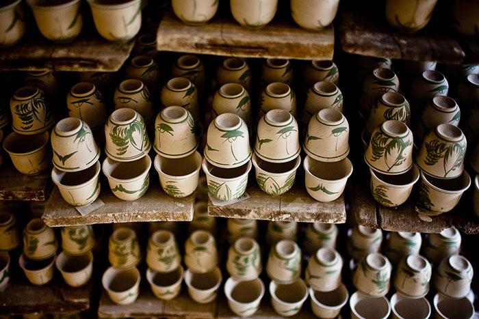 Souvenirs en el pueblo de Bat Trang cerca de Hanoi