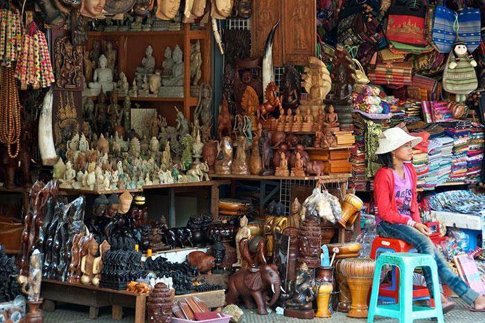 Souvenir en el mercado Phsar Thmey en Nom Pen