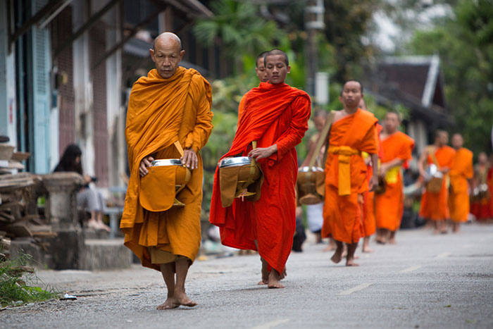 Tradicional Tak Bat en Luang Prabang Laos