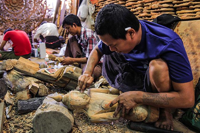Taller artesanal en Mandalay Myanmar
