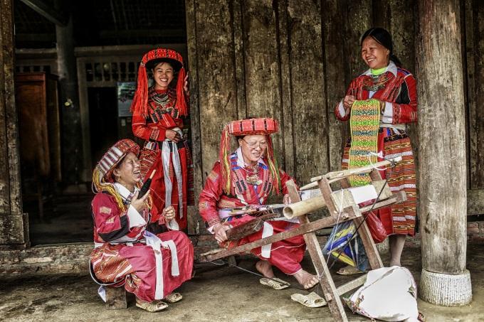 Tejido de las etnias en Lam Binh