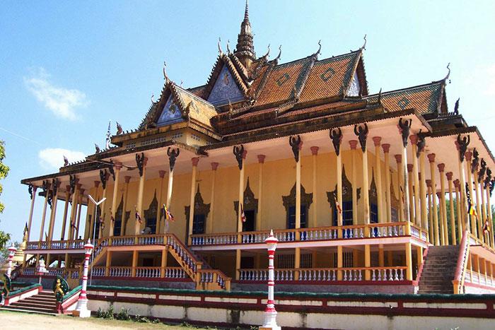 Templo de las 1000 columnas en Kratie Camboya