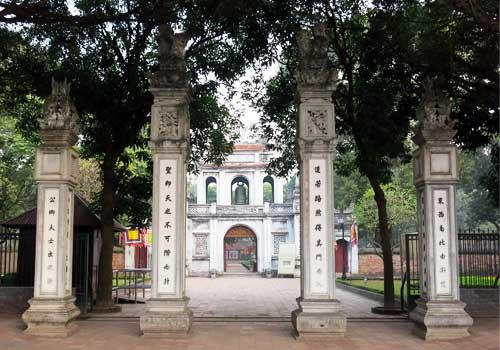 Entrada al templo de la literatura en hanoi