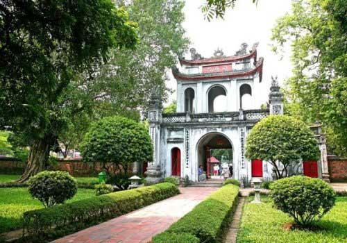 Portal del templo de la Literatura en Hanoi