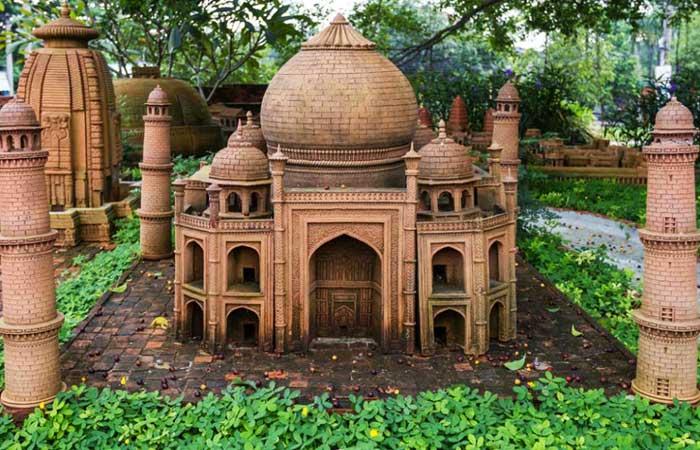 Templo Taj Majal en el parque terracota de Hoi An