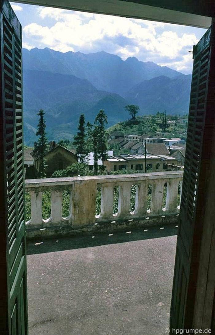 Terraza de un hotel en el pueblo de Sapa