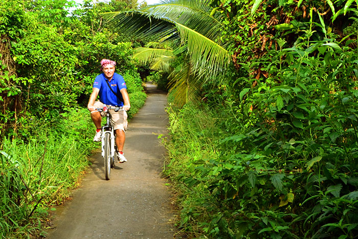 Paseo en bicicleta en el delta del Mekong