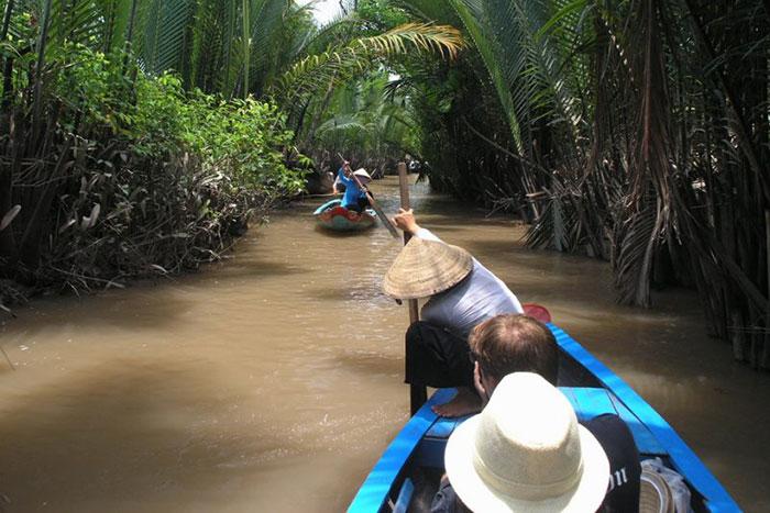 Paseo en sampan en el delta del Mekong Vietnam