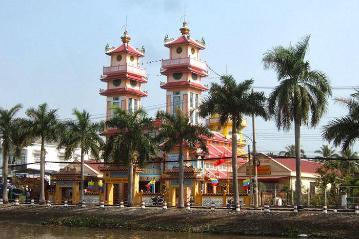 Templo del caodaismo en el delta del Mekong