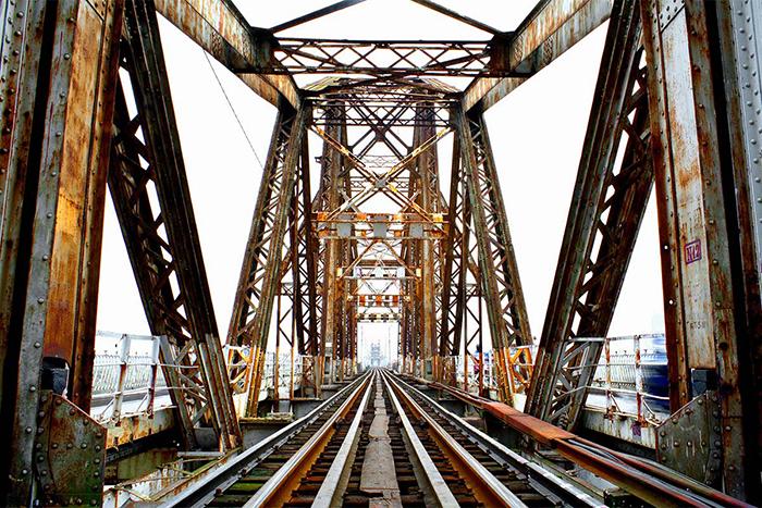 El puente de long bien en hanoi