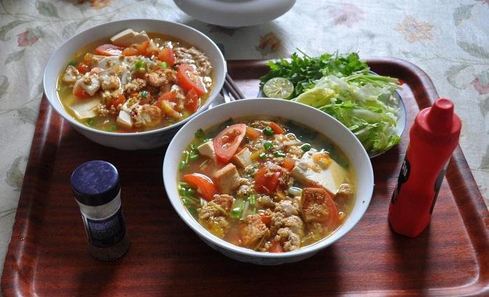 Exquisita sopa de fideos en Hanoi