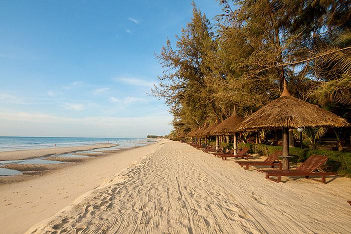 Playa de arena en Mui Ne en Vietnam