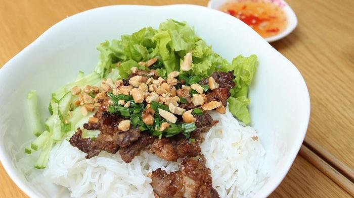 top-10-platos-vietnamitas-bun-thit-nuong