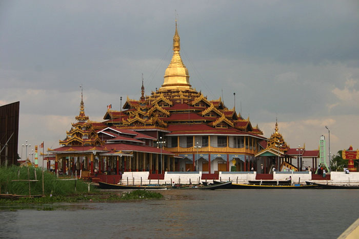 Pagoda Phaung Daw U en Myanmar