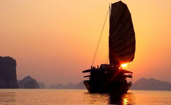 Crucero en la bahia de Halong Vietnam tour 3 semanas