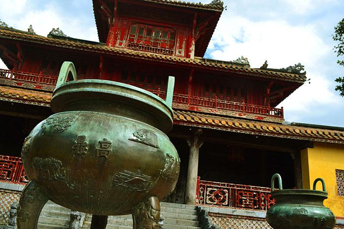 Urnas de las dinastias en la ciudadela de Hue