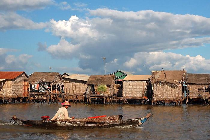 Descubre el pueblo flotante de Tonle Sap para pasar unas buenes vacaciones familiares en Camboya