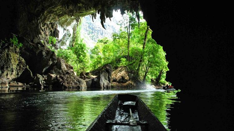 Vacaciones familiares en Laos cueva Kong Lor