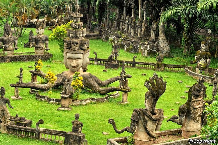 Vacaciones familiares en Laos parque de Buda en Vientiane