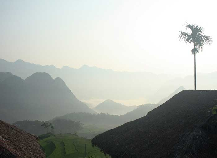 Amanecer en el valle Kho Muong en Pu Luong