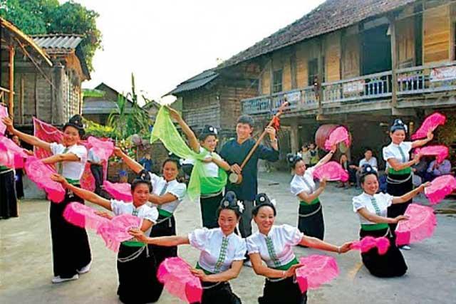 Danza tradicional Xoe Thai en Mai Chau