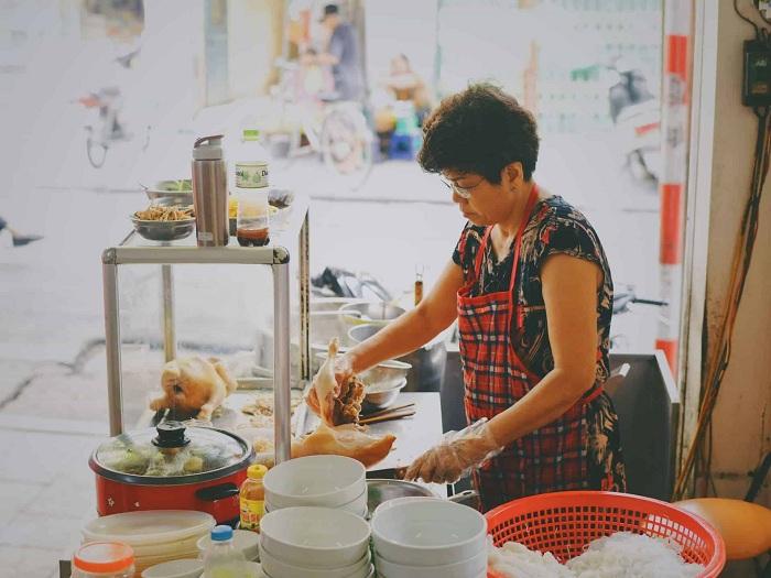 Vendedora de bun thang hanoi