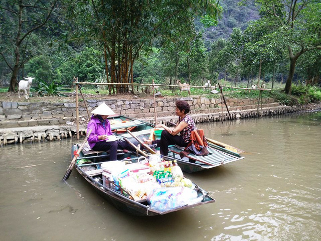 Venta en el mercado flotante de Tam Coc