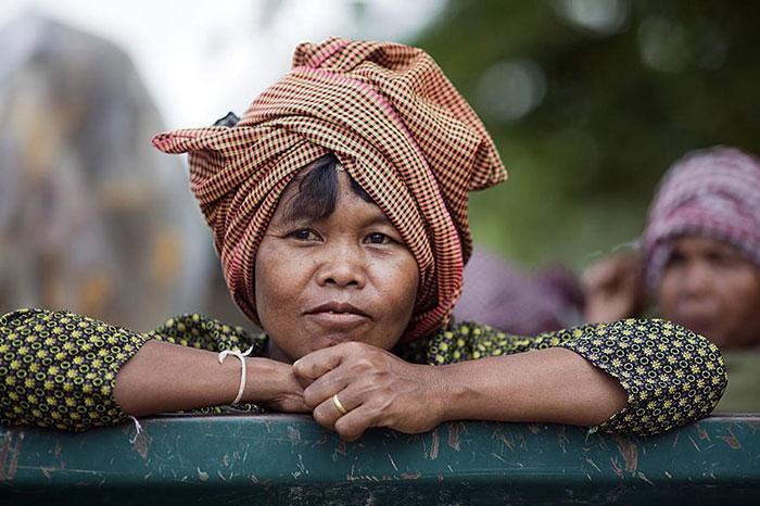 Pobladores en Camboya viaje solidario