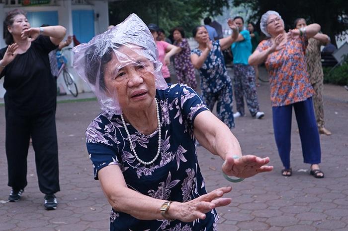 Ejercicios en grupo en Hanoi Vietnam