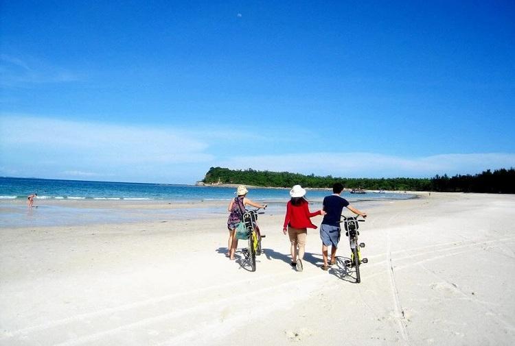 playa-en-la-bahia-halong