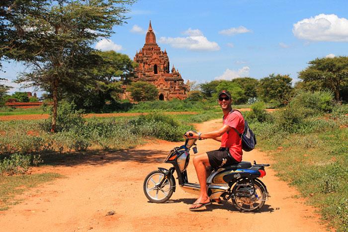 Paseo en bicicleta en Bagan Myanmar