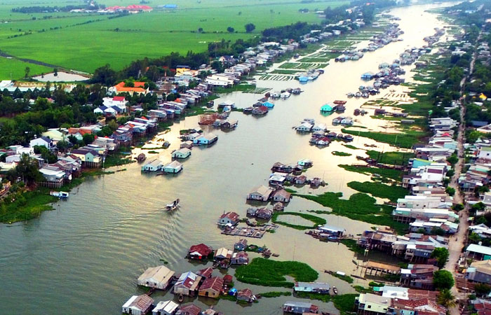 Pueblo de piscicultura en Chau Doc Vietnam