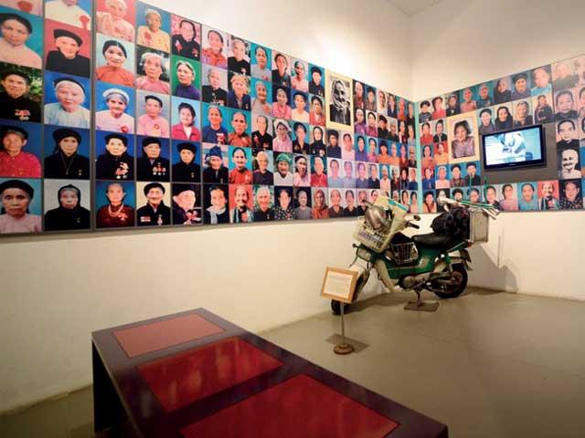 visitar hanoi museo mujeres vietnam exposicion familia