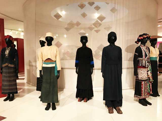visitar hanoi museo mujeres vietnam exposicion vestimenta