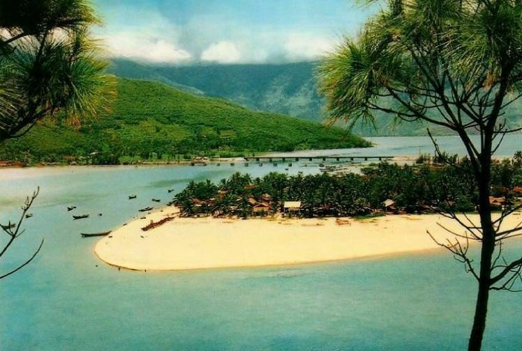 Playa y bahia de lang Co en Hue Vietnam