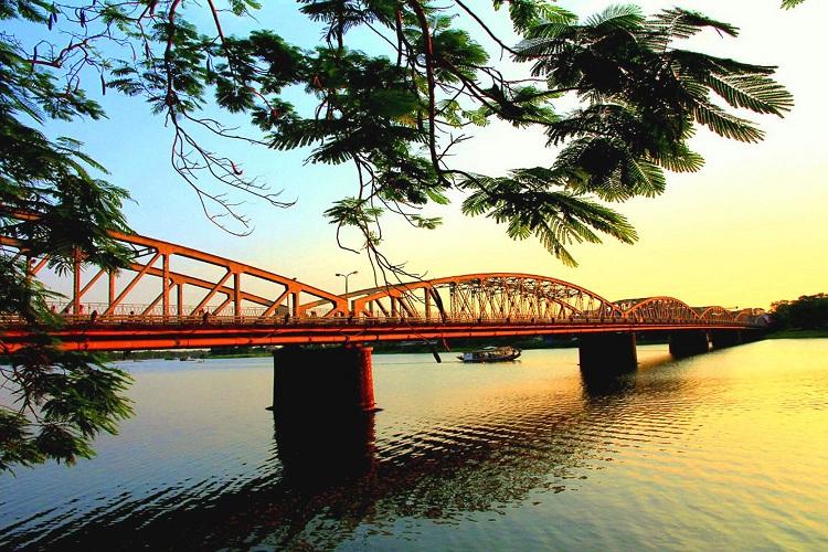 Puente del rio perfume en Hue