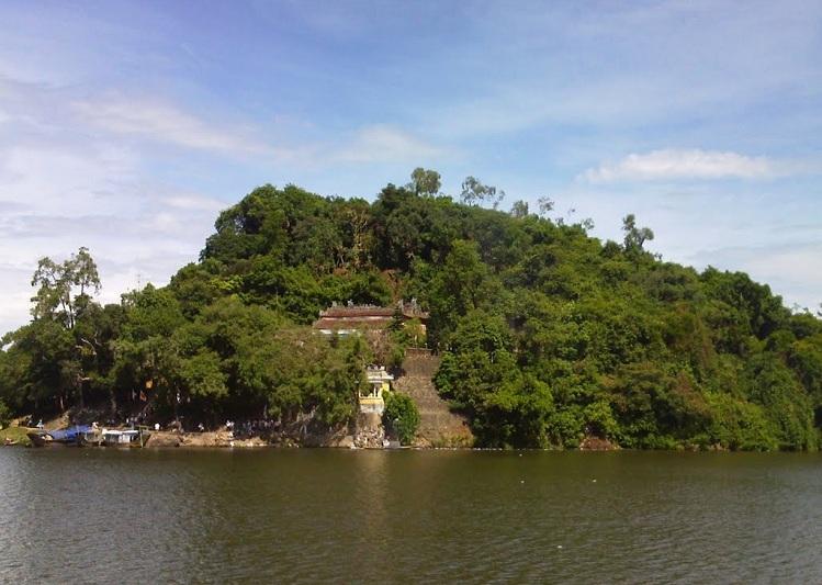 Templo de Hon Chen en Hue Vietnam