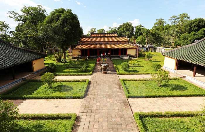 Tumba del emperador Gia Long en Hue Vietnam