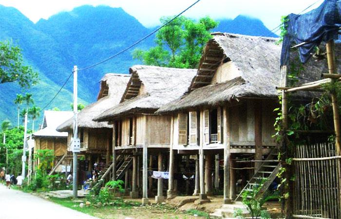 Pueblo etnico Van en Mai Chau Vietnam