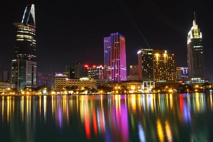 Saigon de noche Vietnam